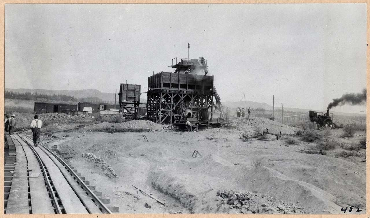 452-General view of concrete mixer. 1914.