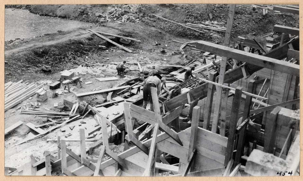 454-Making concrete forms at dam. 1914.