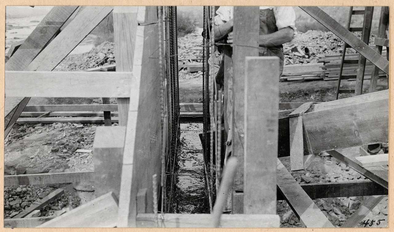 455-Concrete forms and reenforcing. 1914.