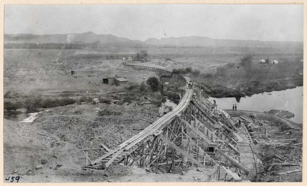 459-Hauling concrete on trestle from mixer to dam. 1914.