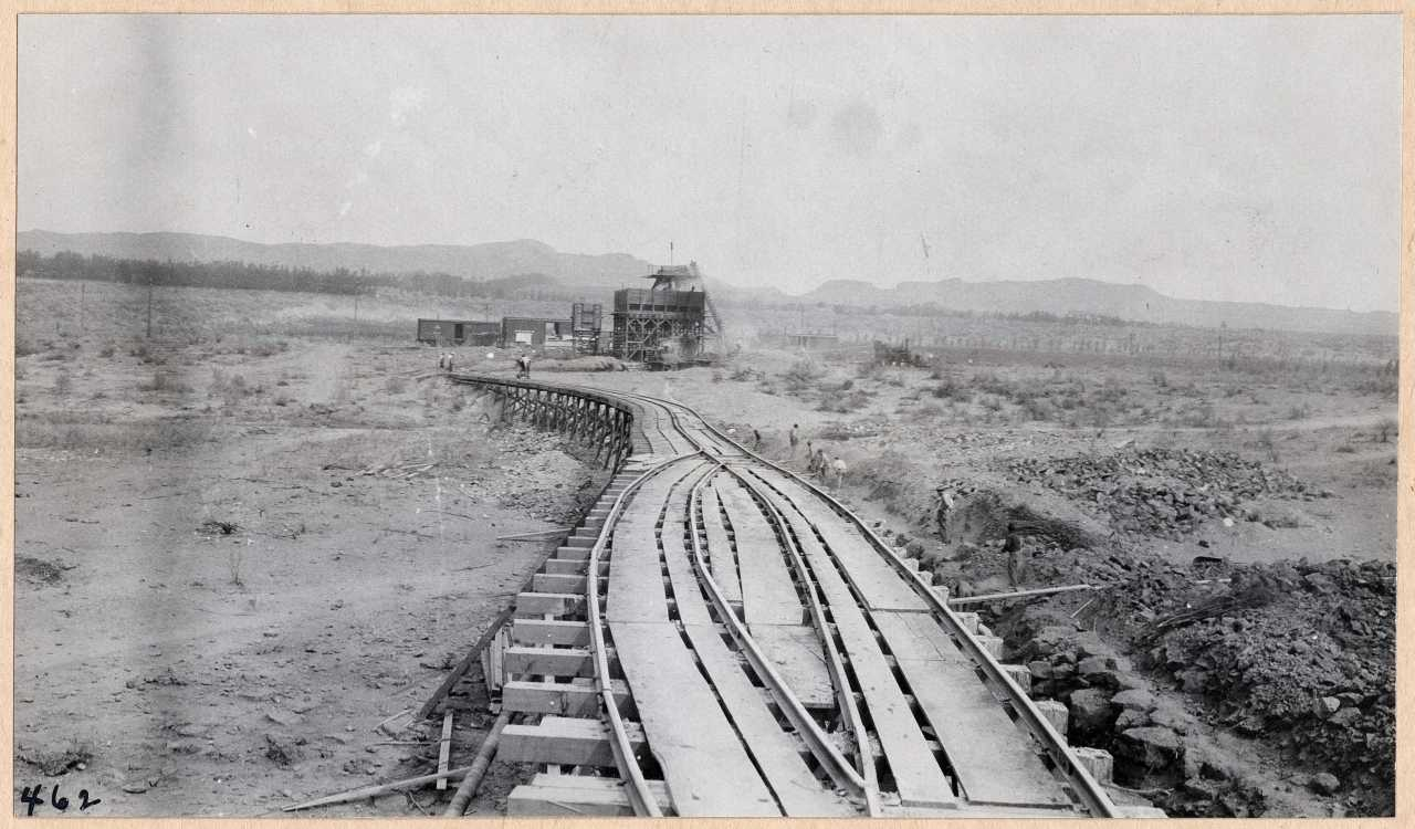 462-Trestle on which concrete is hauled from mixer to dam. 1914.
