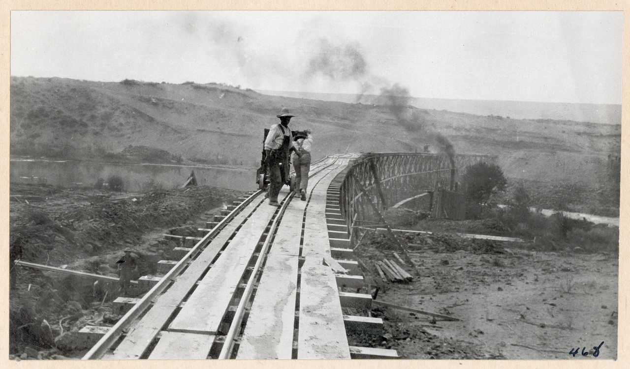 468-Carrying concrete to dam. 1914.