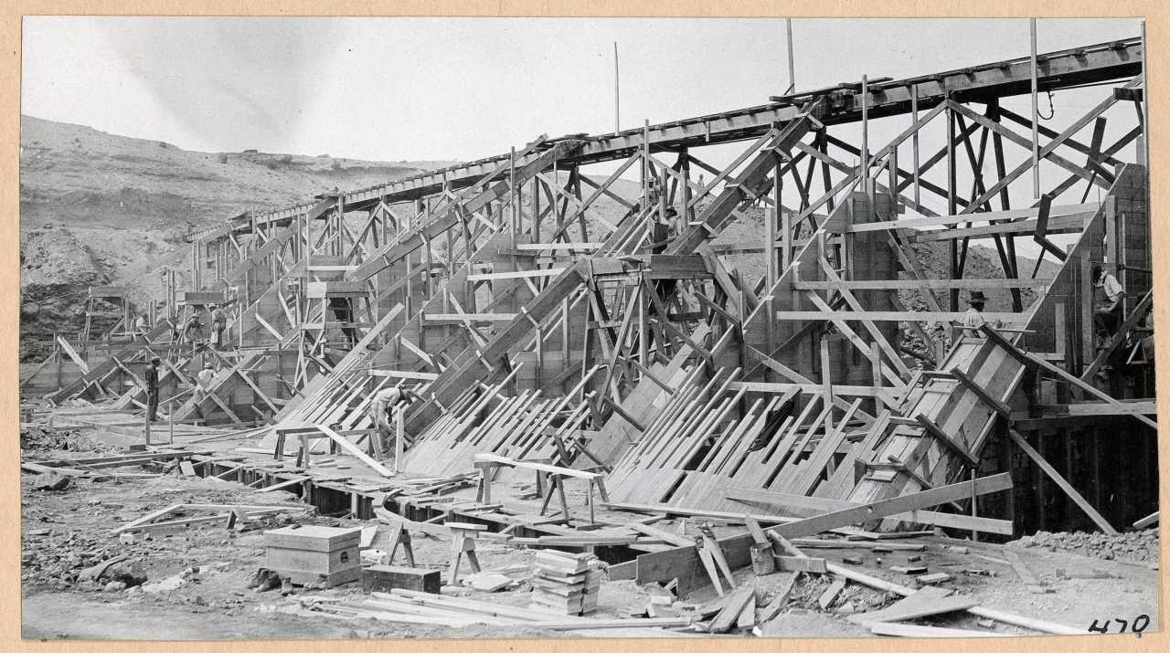 470-Close view of dam construction. 1914.