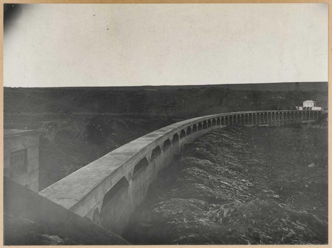486-Three Miles Diversion Dam. View similar to 485, but taken from the opposite end of the dam.